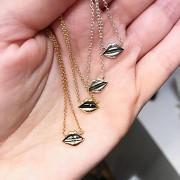 Lips Emoji Choker Necklace - 18K yellow gold, diamond