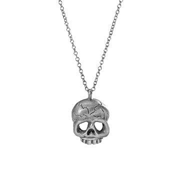 Memento Mori skull necklace in silver.